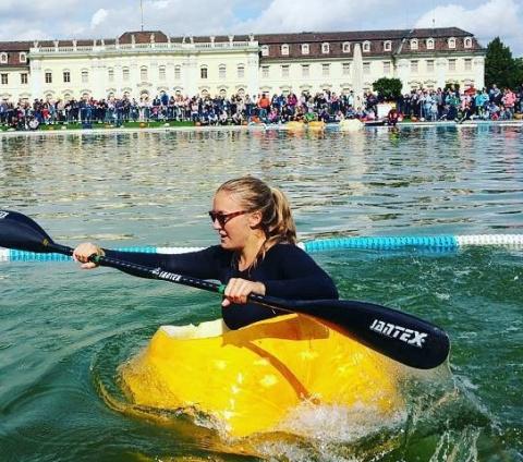 Немцы плавают в тыквах (фото)