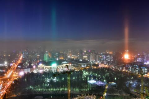 Световые столбы в Екатеринбурге. Фото