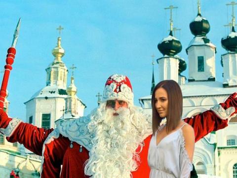 Бузова попыталась «соблазнить» Деда Мороза