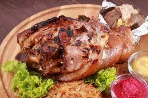 Вкуснейшая свиная рулька