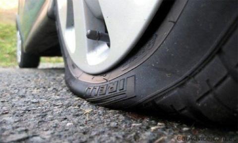 Если на скорости пробило колесо