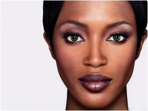 Африканский континент подарил миру моды много экзотических чернокожих красавиц...