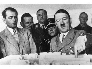 Мечту Гитлера воплощают при Меркель