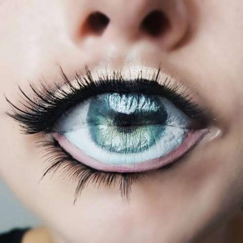 Глаз на губах - новый бьюти-…