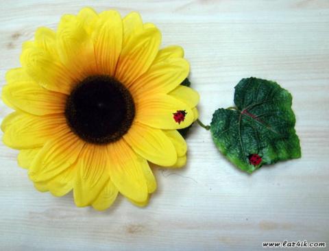 Вышивка крестиком на декоративном цветке