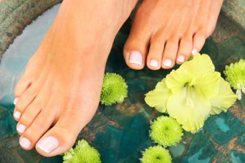 Лечение потливости ног народными методами