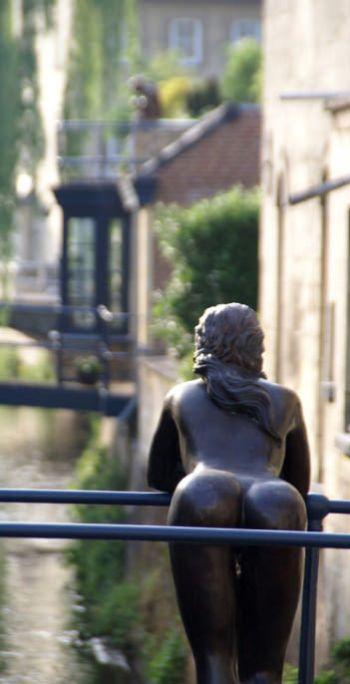 Красивая скульптура в Нидерл…