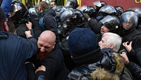 В Киеве произошли столкновения между участниками вече и полицией