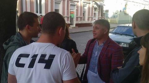 На Украине боевики начали воспитательные беседы с туристами из Румынии