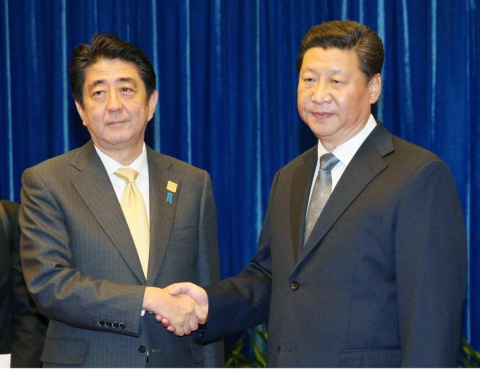 Премьер-министр Абэ провел встречу с президентом Китая