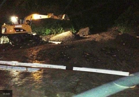 Заблокированные селем дороги расчистили в Сочи