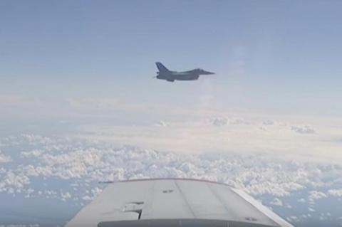 Су-27 отогнал истребитель НА…