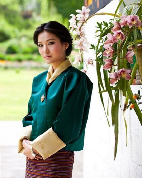 Вот как проходят трудовые будни королевы Бутана. Не жизнь, а сказка!