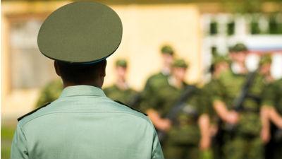 Военнослужащие-срочники  жал…