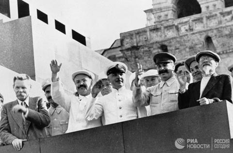 """""""Смерть Сталина"""": зачем Росс…"""
