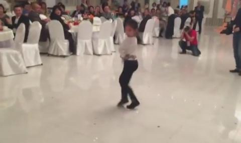 Когда девочка вышла на танцп…