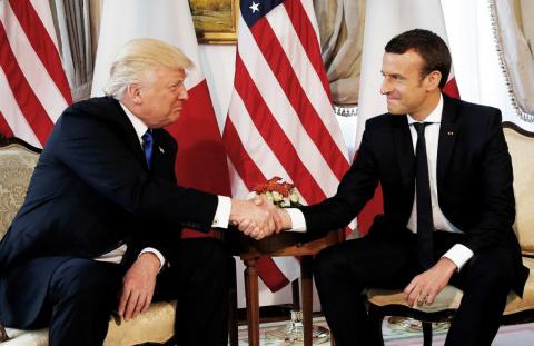Знаменитое рукопожатие Трампа