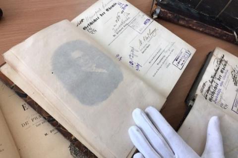 Со свалки - на полку. Сибиряк нашел и спас шесть 200-летних редких томов