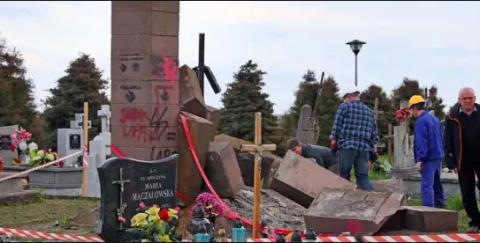 Поляки замостили дорогу остатками снесенного памятника бандеровцам