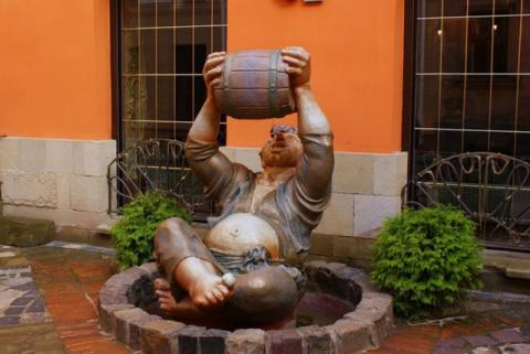 Необычные памятники и скульптуры Украины