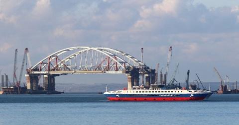"""Мост в Крым хотят назвать """"Президентским"""""""