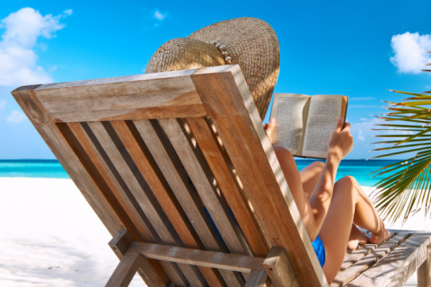 8 легких книг для пляжа и отличного настроения