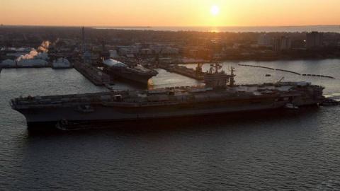 Авианосец USS Abraham Lincol…