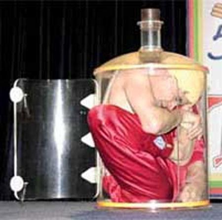 """Человек """"бутылка"""""""
