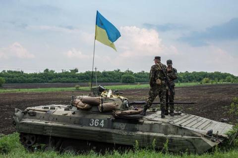Украинская БМПпереехала дво…