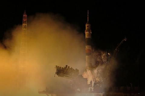 Посольство РФ в Британии предложило журналисту слетать в космос на iPhone