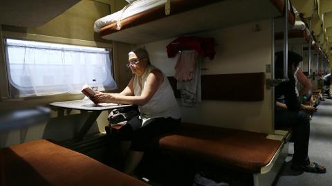 РЖД разрешила вечный спор пассажиров верхних и нижних полок в поездах