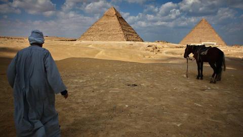 И так и этак: как Египет пля…