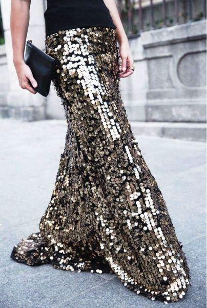 Эффектный выход в свет — вечерняя юбка-макси. Нравится ли вам такая замена платью?