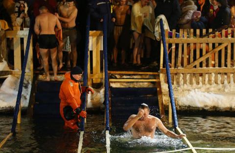 Иностранцы и мусульмане в крещенской проруби: российский ритуал — беспощадный и заманчивый