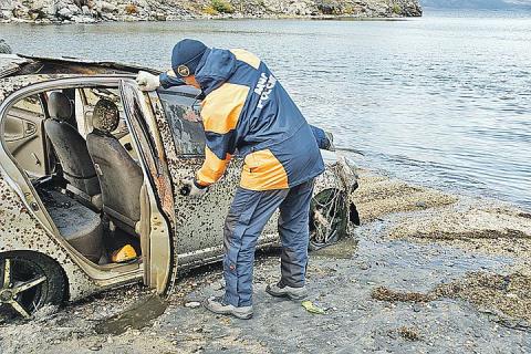 Из Байкала вытащили почти сотню машин