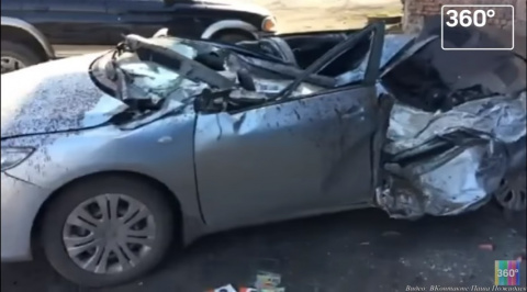 Взлетевшее колесо от БелАЗа расплющило легковушку