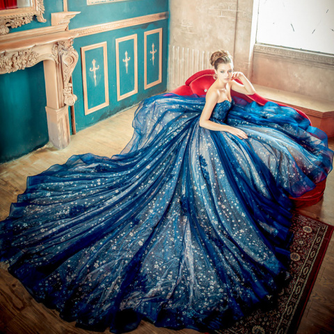 Девушки и вечерние платья