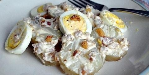 Легкий картофельный салат с яйцами