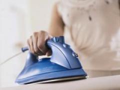 Как правильно чистить подошву утюга