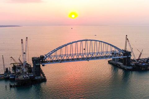 Крымский мост быстро рухнет.