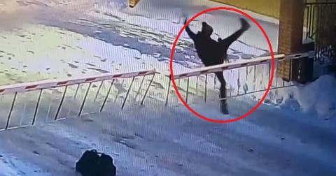 Неудачный прыжок этой женщин…