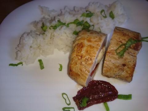 Корейка фаршированная сыром и вялеными помидорами