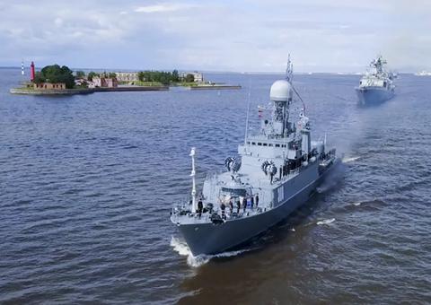 ВМФ России: подготовка к главному военно-морскому параду в акватории Кронштадта