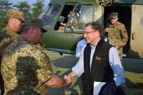 Делегация США на позициях боевиков АТО обещает «восстановить целостность Украины»