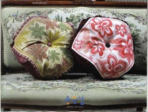 Необычные подушки с вышивкой — схемы