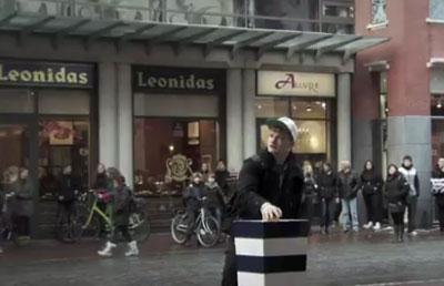 Круговорот драматических событий: рекламный флэшмоб
