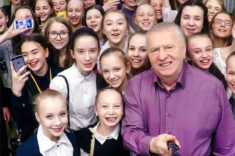 Жириновский предложил гнать детей в школу с 1 октября
