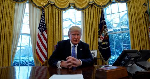 Разогревая кризис: Трамп сно…