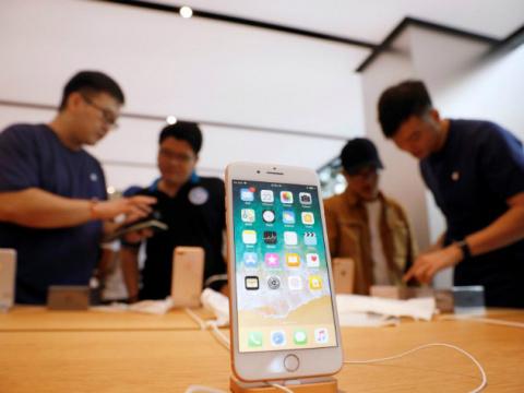 Продажи iPhone 8 провалились…