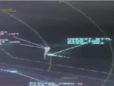 Опубликовано видео сграфика полета катарских истребителей рядом сгражданскими самолетами ОАЭ